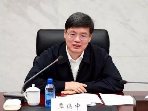 """中石油""""70后""""副总经理覃伟中履新广东省副省长"""